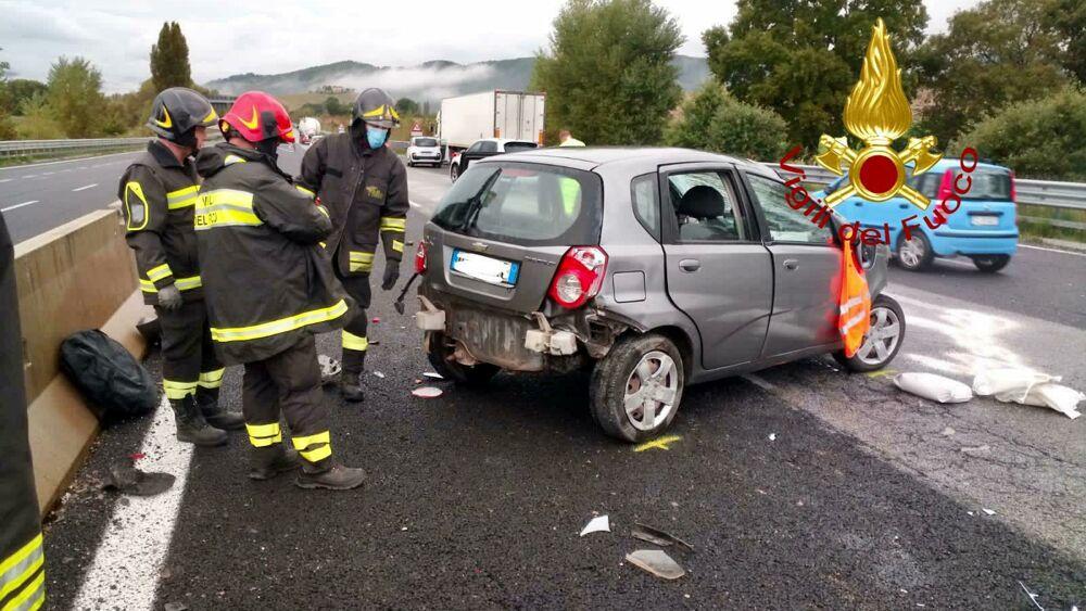 Incidente lungo la Perugia-Ancona tra due auto e un camion ...
